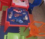 SE VENDE para Guardería Mesitas, sillas y alfombra Infantil Todo B/ 20.00