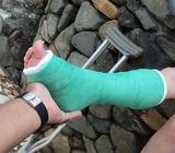 Esguinces, fracturas?? Venta y alquiler de Muletas, Botas Ortopedicas, Fisioterapia y mas... Celular